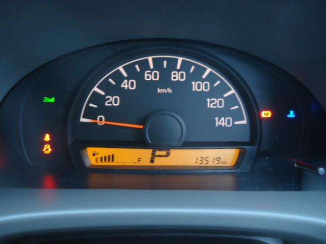 ブラボー パートタイム4WD 5オートマ 2nd発進 走行13.500km 純正CDコンポ 電動格納ミラー キーレス ラバーマット ドアバイザー 禁煙(10枚目)