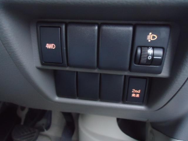 ブラボー パートタイム4WD 5オートマ 2nd発進 走行13.500km 純正CDコンポ 電動格納ミラー キーレス ラバーマット ドアバイザー 禁煙(11枚目)