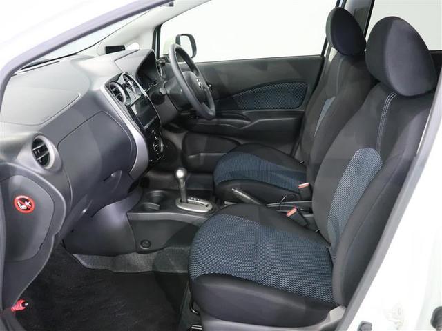乗り降りしやすいフロントシート。