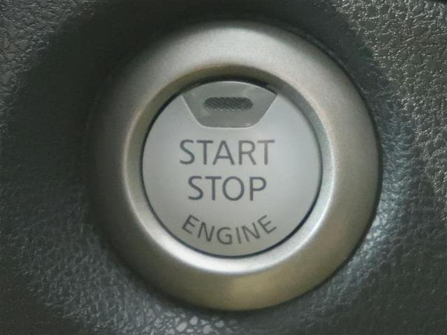 プッシュスタートでエンジン始動も楽々です。車内に鍵を検知すると、鍵を差し込まなくても、ブレーキを踏んでこちらのスイッチを押すとエンジンが始動します。