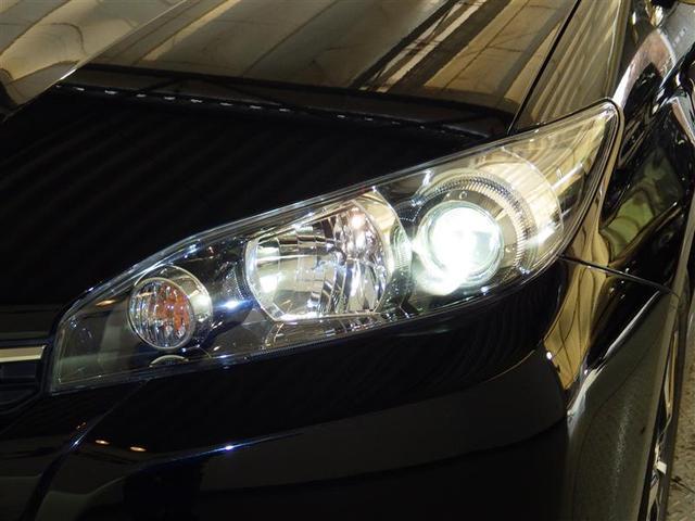 【HIDヘッドランプ】・・・太陽光に近い色と大光量で夜間の視野を確保。 対向車・先行車へ眩惑光防止に配慮し、常に照射軸を一定に保つオートレべリング機能を装備しています。