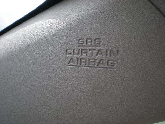 【SRSサイドエアバッグ&カーテンシールドエアバッグ】・・・車両側方からの衝突によって強い衝撃を受けた場合、サイドエアバッグは乗員の胸部への衝撃、カーテンシールドエアバッグは頭部への衝撃を緩和します。