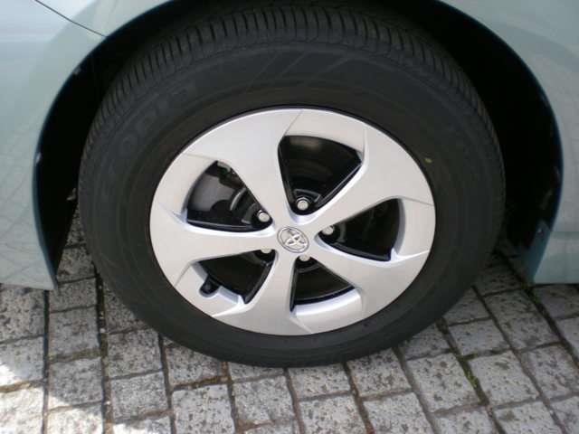 【タイヤ4本新品】・・・「タイヤ」4本新品に交換します。消耗品ですが高価なのがこのタイヤ・・・!このクルマ、お得ですよ♪