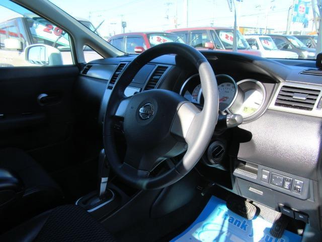 15M SV+プラズマ ワンオーナー車 パナソニックストラーダナビTV CD&DVD再生 インテリジェントキー オートAC ECOMODE コンビ革シート オートライト 前後コーナーセンサー セキュリティ サイドバイザー(11枚目)