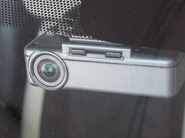 エマージェンシーブレーキ・踏み間違い防止アシスト・バックビューモニター・ドライブレコーダー・ETC2.0・メモリーナビ・DVD再生・Bluetooth・インテリキー・アイドリングストップ・試乗車UP(6枚目)