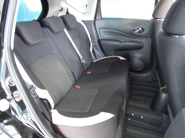 エマージェンシーブレーキ・踏み間違い防止アシスト・バックビューモニター・ドライブレコーダー・ETC2.0・メモリーナビ・DVD再生・Bluetooth・インテリキー・アイドリングストップ・試乗車UP(12枚目)