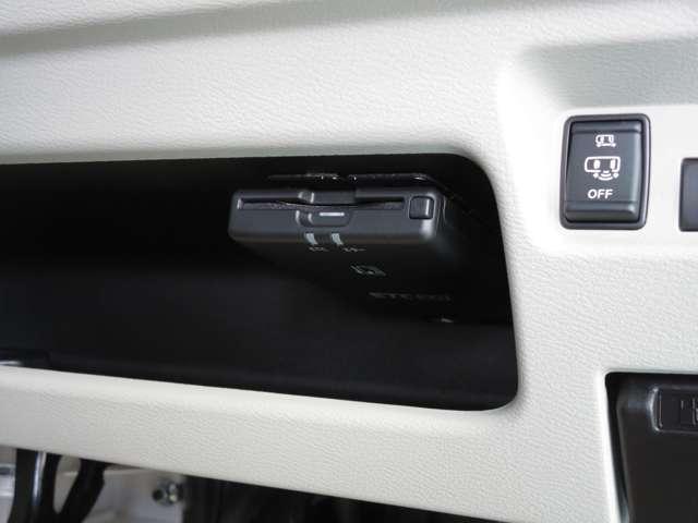 X 【弊社展示試乗車でした 日本全国、登録納車承ります】 衝突被害軽減ブレーキ 踏み間違い衝突防止アシスト 前後ソナー アラウンドビューモニター DVD再生カーナビ ETC2.0 後方カメラ付きドラレコ(8枚目)