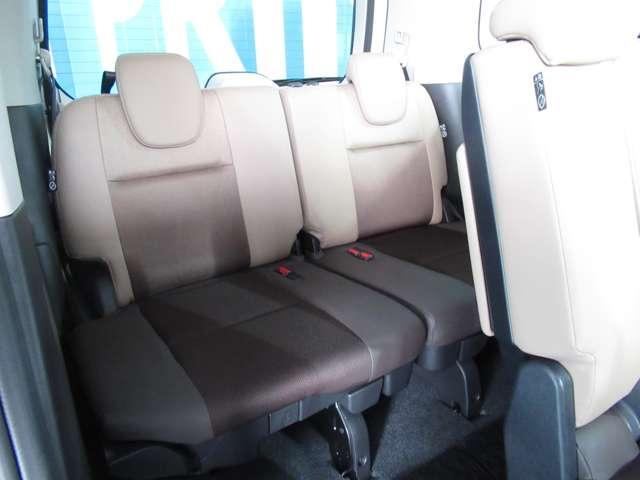 大人が乗っても狭くなく、乗り心地も快適なサードシート