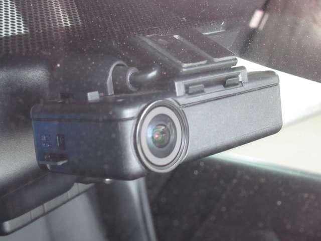 『曖昧な記憶より、確かな記録!』 映像/音声の記録はもちろん、映像再生時に走行軌跡や車速のわかるGPSを搭載。事故時の客観的な検証に役立ちます。