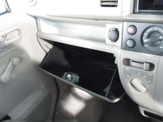 車検証入れとうを収納できるグローブボックス