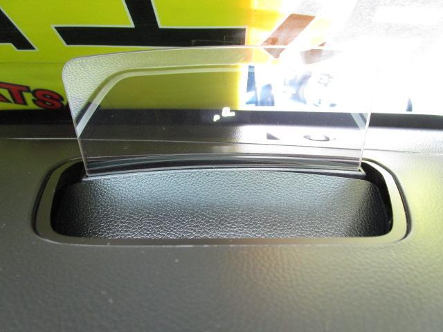 ★ヘッドアップディスプレイ★運転席前方のダッシュボード上に、車速やシフト位置、デュアルセンサーブレーキサポートの警告などを表示!運転中ドライバーの視線移動や焦点の調節を減らし安全運転に貢献します!