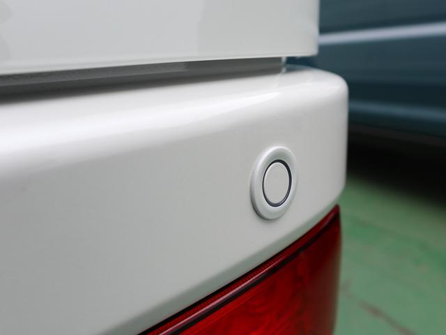 リアバンパーに4つの超音波センサーを内蔵!車両後方の障害物を検知。透明なガラスなども検知できるのでコンビニ駐車場などでも安心です!!