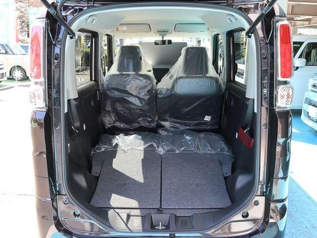 ★2列目シート両側格納★後席両側を格納すれば、床面がフラットな広々荷室になります!大きな荷物も積めて使い勝手良いです☆
