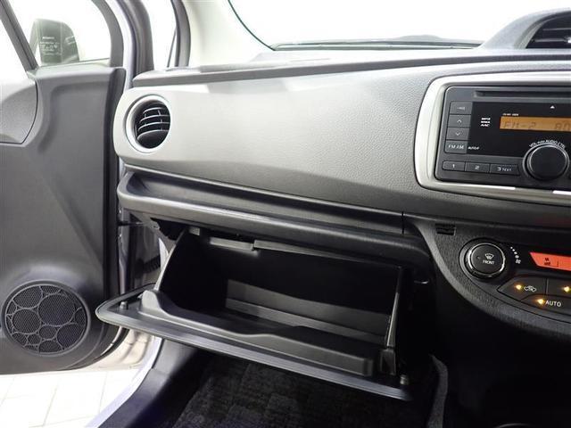助手席前にある小物入れです、車検証などの保管に便利です