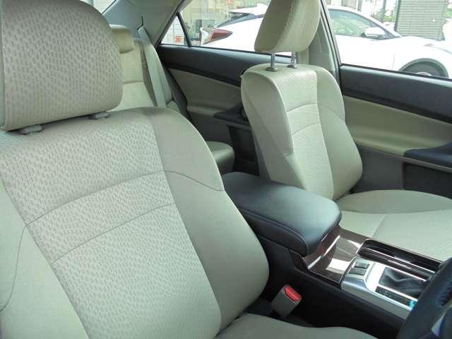 運転席脇には、コンソールボックスがついています