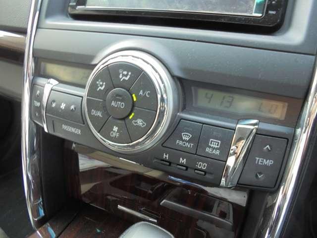 こまめな温度設定のできる、オートエアコン付きです