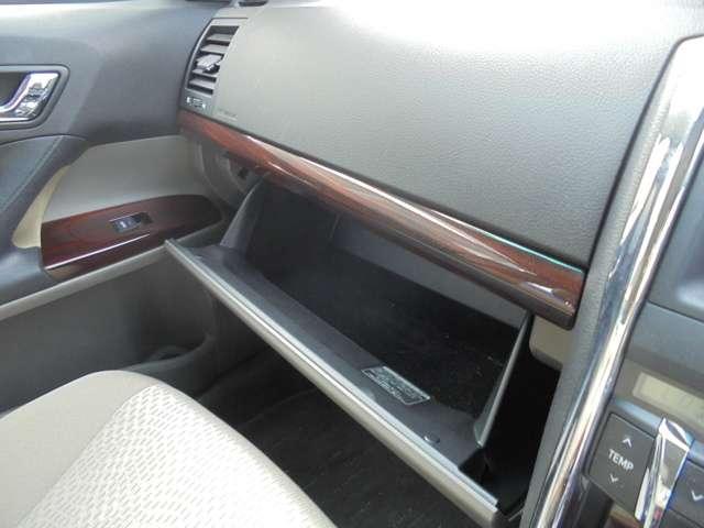 車検証などの保管に便利な小物入れがついています