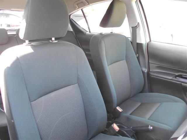 運転席脇にサイドブレーキレバーのある、オーソドックスなスタイルになっています