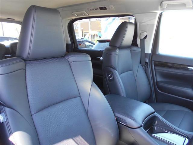 運転席・助手席にはシートヒーター&シートクーラーがついています