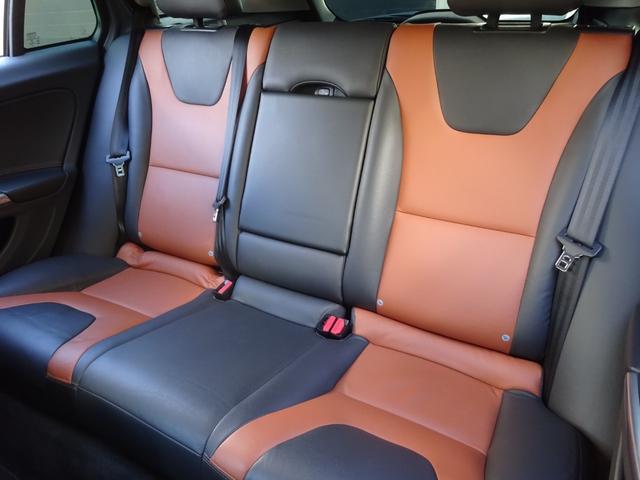 クロスカントリー T5 AWD SE 禁煙車 インテリセーフ 本革シート パワーバックドア(19枚目)