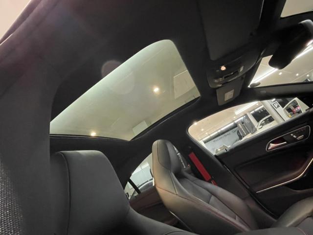 メルセデス・ベンツの定める厳しい基準をクリアしたお車のみをご案内させて頂きます。納車前整備はメーカー規定に基づき当店3Fの指定工場で入念に行なわれます。熟練のメカニックがお客様のお車を整備致します。