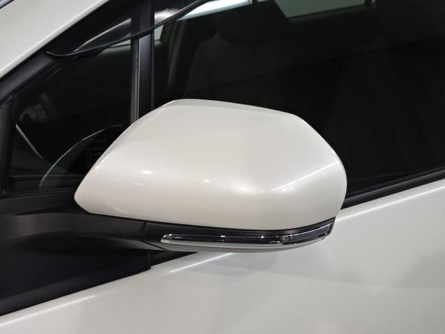 ターンシグナルランプ付ドアミラーが付いているので、歩行者などからの視認性向上に役立っています。