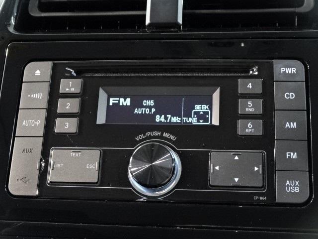 シンプル・簡単操作の純正オーディオで、音楽を楽しみながらドライブしませんか。