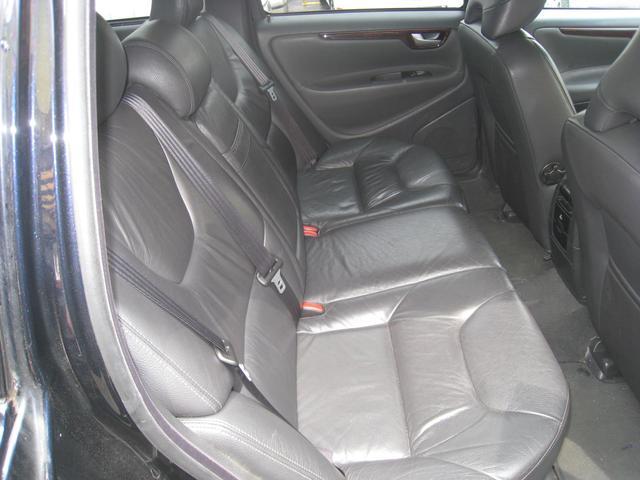 ボルボ ボルボ V70 ベースグレード 本皮シート サンルーフ シートヒーター