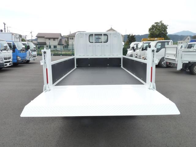 三菱ふそう キャンター 新明和製2t 垂直パワーゲート・2WD・MT