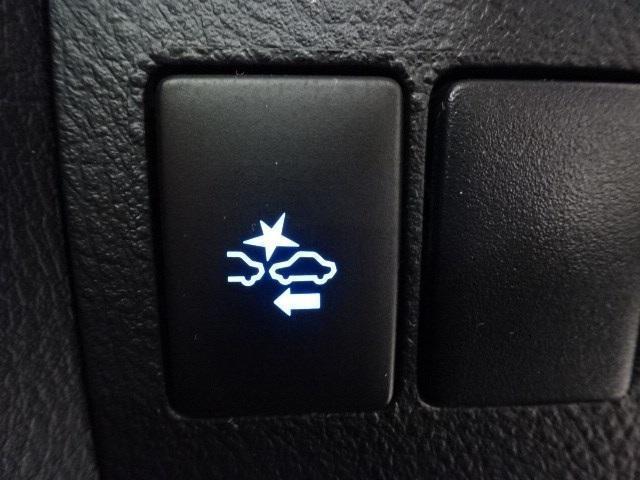 後席フリップダウンモニター!今やアルファードU-Car選びの入り口はここからというお客様が非常に多くいらっしゃいます。お子様も退屈すること無く、ロングドライブを楽しめます!