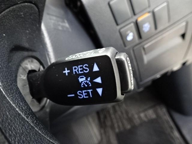 クルマや歩行者(昼夜)自転車運転者(夜間)を認識致します。ミリ波レーダーと単眼カメラを併用した検知センサーで衝突事故の軽減を支援いたします。