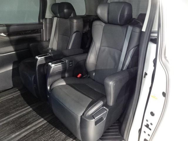 セカンドシート画像、こちらをメインにお座りになる方の寛ぎのスペースです。いかがですか?