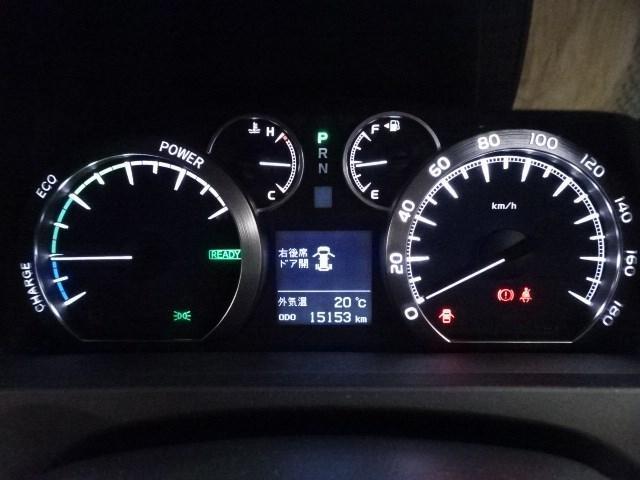 長時間の運転をサポートする運転席です。目にやさしいオプティトロンメーターや多岐にわたる情報を表示いたします。