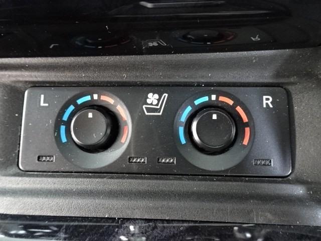 デジタルインナーミラー 車両後方の映像を表示。荷物でルームミラーが見えにくいという事が軽減されます。鏡面インナーミラーモードにも切り替えできます。