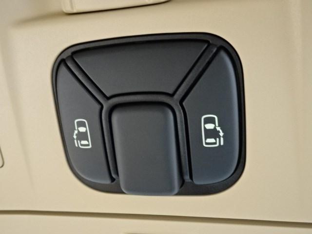 240G 7インチディスプレイオーディオナビ 11インチ後席モニター オートエアコン両側電動スライドドア バックモニター(12枚目)