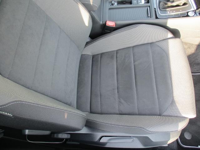 """座面はフォルクスワーゲンブランド特有の""""カチッ""""とした包み込まれる様な気持ちの良い座り心地と安全性・安定性を追及した造りになっております。0066-9708-384802へ御気軽に御問合せください。"""