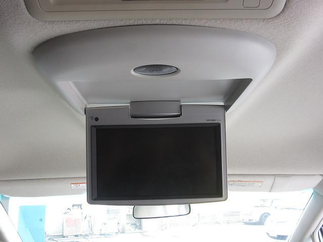 ★フリップダウンモニター装着車!後部座席でのDVD視聴も可能です!!ロングドライブでも楽しくなりますね!