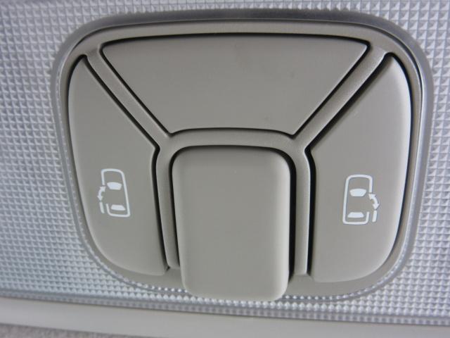 ★パワースライドドアを装備しています!!乗り降りが非常に楽で運転席からもスイッチで開閉可能です!ミニバンの必需品です。