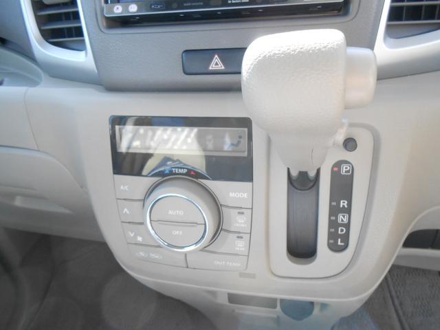 オートエアコン搭載。任意の温度設定により、自動で車内の温度調節が可能です。