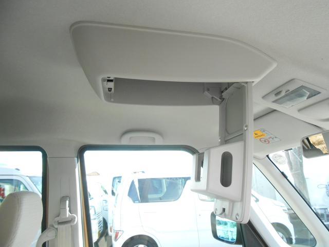 天井部には、箱型ティッシュをそのまま入れられる収納ボックスがございます。これが意外と便利なんです!