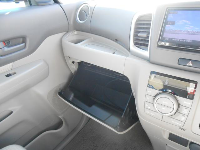 助手席側インパネアッパーボックスになります。収納スペースも多く用意されております。