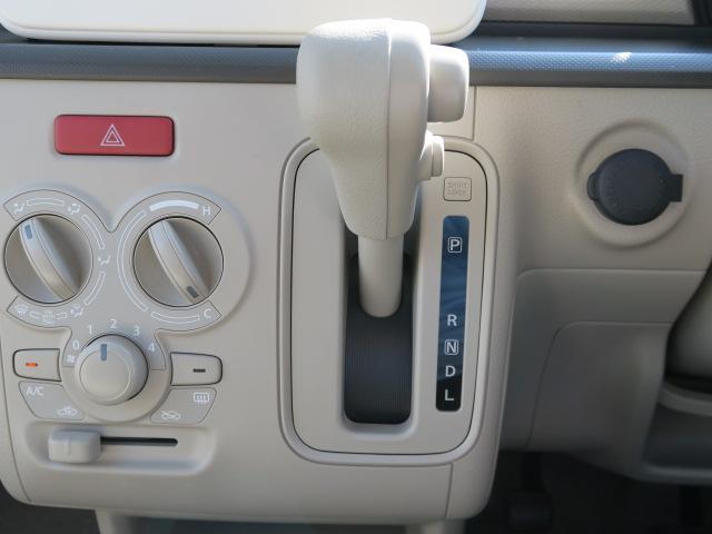 扱いやすいマニュアルエアコンになります。エアコンもしっかり冷えますよ。
