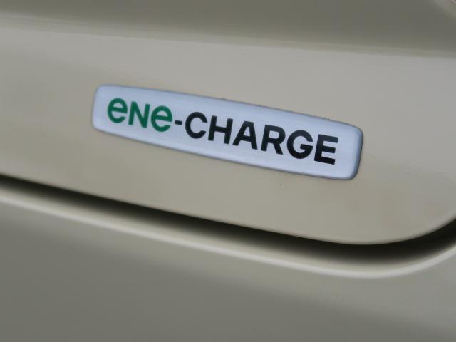 減速時のエネルギーで発電・充電し、ムダな燃料消費を抑えるエネチャージ搭載。