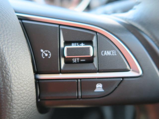 先行車との距離を測定、車間距離を保ちながら自動加減速するクルーズコントロール装備!