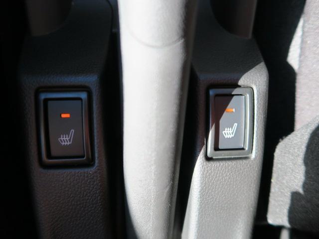 運転席と助手席にはシートヒーターが装備されており、寒い季節には嬉しい装備ですよ!