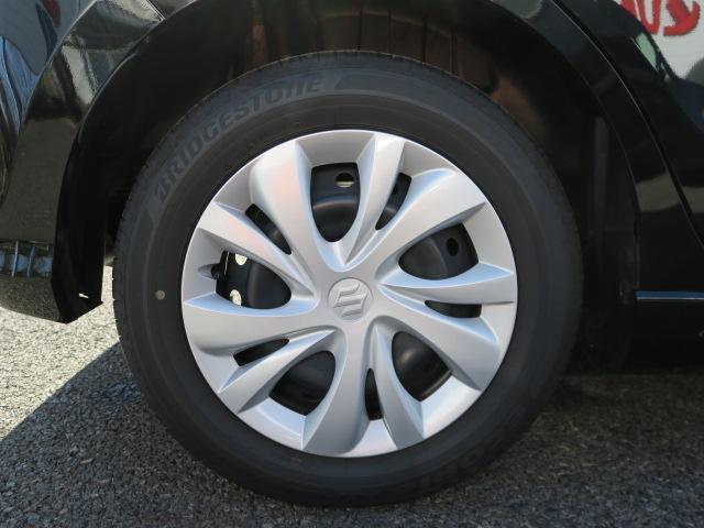 15インチフルホイルキャップとなります。タイヤの溝もまだまだ残っていますよ。