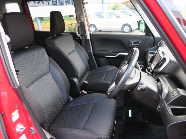 黒を基調とした落ち着きのある車内となっております!チルトステアリング&運転席シートリフター装備!