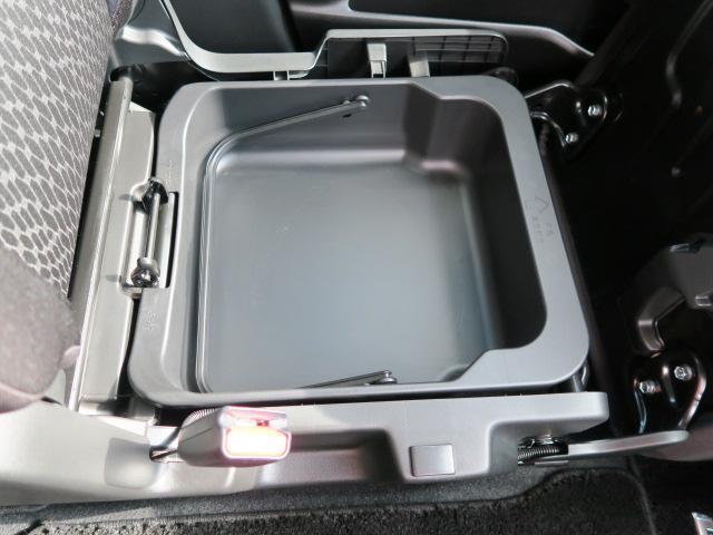 助手席シートアンダーボックスです。