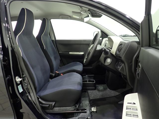 ライトグレーのシートは清潔感があり、乗っていて気持ち良いですよ。