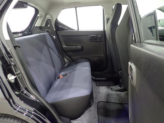 リヤシートも使用感がなくとても綺麗な状態を保っております。